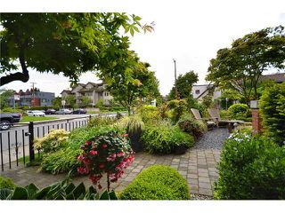 """Photo 2: 2010 W 1ST Avenue in Vancouver: Kitsilano Townhouse for sale in """"THE TOWNHOMES ON MAPLE"""" (Vancouver West)  : MLS®# V892191"""