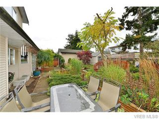 Photo 2: 2316 Victor St in VICTORIA: Vi Fernwood Half Duplex for sale (Victoria)  : MLS®# 745946