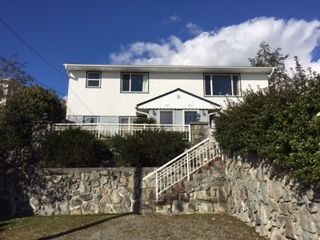 "Photo 1: 527 MARINE Drive in Gibsons: Gibsons & Area House for sale in ""Heritage hills Area"" (Sunshine Coast)  : MLS®# R2142661"
