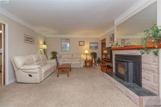 Photo 3: 519 Lampson St in VICTORIA: Es Saxe Point House for sale (Esquimalt)  : MLS®# 784106