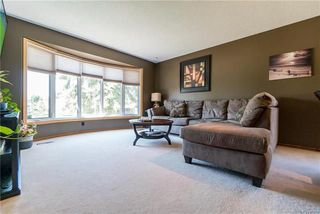 Photo 2: 75 Chancery Bay in Winnipeg: River Park South Residential for sale (2F)  : MLS®# 1818481