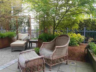 "Photo 3: 1973 W 33RD Avenue in Vancouver: Quilchena Townhouse for sale in ""MacLure Walk"" (Vancouver West)  : MLS®# R2338091"