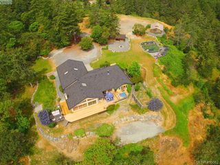 Photo 2: 1716 Woodsend Drive in VICTORIA: SW Granville Single Family Detached for sale (Saanich West)  : MLS®# 405562
