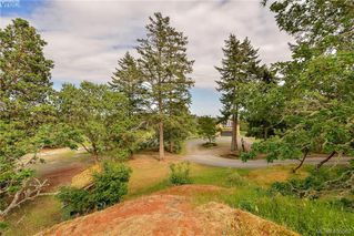 Photo 6: 1716 Woodsend Drive in VICTORIA: SW Granville Single Family Detached for sale (Saanich West)  : MLS®# 405562