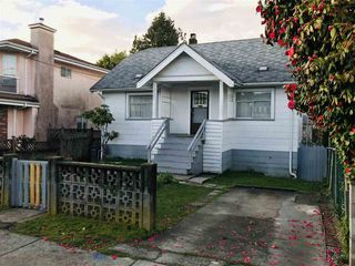 Photo 7: 2061 E 36TH Avenue in Vancouver: Victoria VE House for sale (Vancouver East)  : MLS®# R2351927