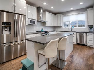 Photo 7: 9520 70 Avenue in Edmonton: Zone 17 House for sale : MLS®# E4147396