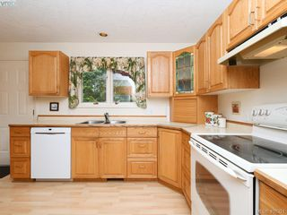 Photo 6: 4558 Pheasantwood Terr in VICTORIA: SE Broadmead House for sale (Saanich East)  : MLS®# 811473