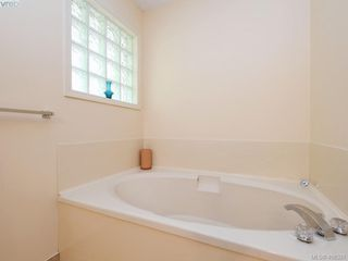 Photo 13: 4558 Pheasantwood Terr in VICTORIA: SE Broadmead House for sale (Saanich East)  : MLS®# 811473
