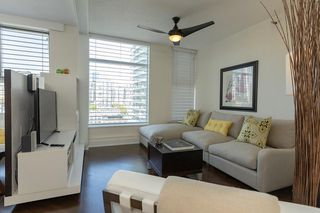 """Main Photo: 1802 1009 EXPO Boulevard in Vancouver: Yaletown Condo for sale in """"LANDMARK 33"""" (Vancouver West)  : MLS®# R2366361"""