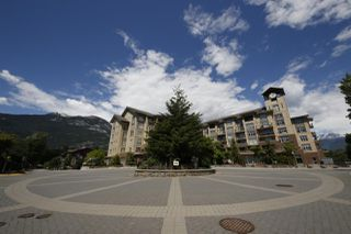 "Photo 15: 318 1211 VILLAGE GREEN Way in Squamish: Downtown SQ Condo for sale in ""ROCKCLIFF AT EAGLEWIND"" : MLS®# R2372303"