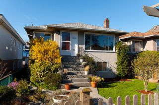 Photo 3: 3015 East 26th Avenue in Vancouver: Home for sale : MLS®# V944068