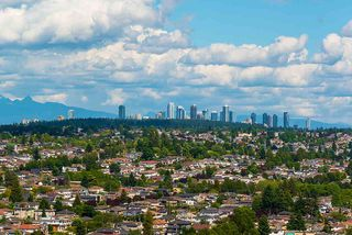"""Main Photo: 2606 8131 NUNAVUT Lane in Vancouver: Marpole Condo for sale in """"MC2 SOUTH TOWER"""" (Vancouver West)  : MLS®# R2377791"""