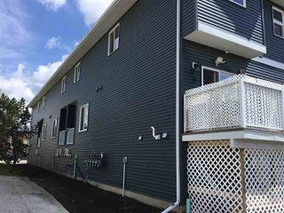 Photo 3: 15610 97 Avenue in Edmonton: Zone 22 Townhouse for sale : MLS®# E4163866