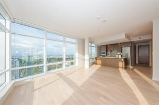 Photo 8: 4306 13495 CENTRAL Avenue in Surrey: Whalley Condo for sale (North Surrey)  : MLS®# R2421736