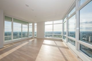 Photo 9: 4306 13495 CENTRAL Avenue in Surrey: Whalley Condo for sale (North Surrey)  : MLS®# R2421736
