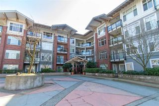 Photo 1: 211 11950 HARRIS Road in Pitt Meadows: Central Meadows Condo for sale : MLS®# R2446957