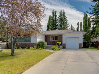 Main Photo: 156 CHEROVAN Drive SW in Calgary: Chinook Park Detached for sale : MLS®# C4306207