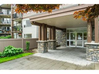 """Photo 3: 101 2581 LANGDON Street in Abbotsford: Abbotsford West Condo for sale in """"Cobblestone"""" : MLS®# R2496936"""