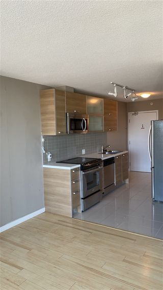 """Photo 10: 2306 13688 100 Avenue in Surrey: Whalley Condo for sale in """"Park Place One"""" (North Surrey)  : MLS®# R2505115"""