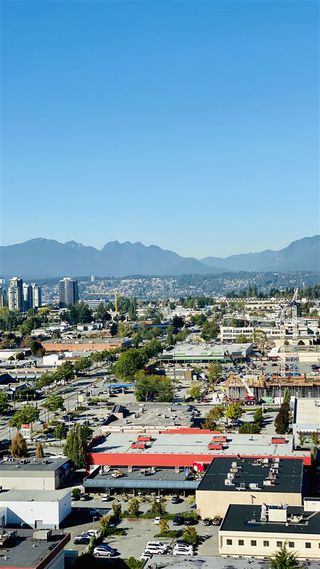 """Photo 8: 2306 13688 100 Avenue in Surrey: Whalley Condo for sale in """"Park Place One"""" (North Surrey)  : MLS®# R2505115"""