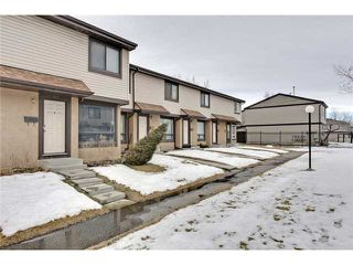 Photo 2: 52 2727 RUNDLESON Road NE in Calgary: Rundle Townhouse for sale : MLS®# C3650032