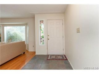 Photo 2: 4113 Larchwood Dr in VICTORIA: SE Lambrick Park House for sale (Saanich East)  : MLS®# 699447