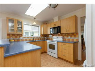 Photo 5: 4113 Larchwood Dr in VICTORIA: SE Lambrick Park House for sale (Saanich East)  : MLS®# 699447