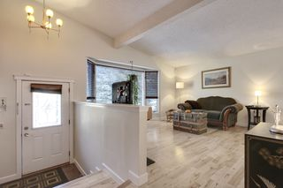 Photo 2: 555 Woodpark Crescent SW in Calgary: House for sale : MLS®# C3650017