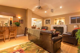 Photo 3: 21150 GLENWOOD Avenue in Maple Ridge: Northwest Maple Ridge House for sale : MLS®# R2124899