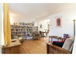"""Photo 2: 3170 ALMA Street in Vancouver: Point Grey Townhouse for sale in """"CASSER ESTATES LTD."""" (Vancouver West)  : MLS®# R2139281"""