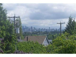 """Photo 1: 3170 ALMA Street in Vancouver: Point Grey Townhouse for sale in """"CASSER ESTATES LTD."""" (Vancouver West)  : MLS®# R2139281"""