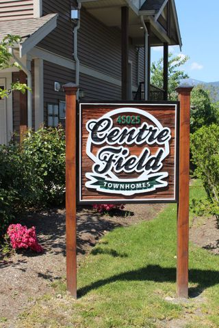 """Photo 3: 18 45025 WOLFE Road in Chilliwack: Chilliwack W Young-Well Townhouse for sale in """"CENTRE FIELD"""" : MLS®# R2171846"""