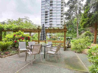 "Photo 13: 304 1740 COMOX Street in Vancouver: West End VW Condo for sale in ""The Sandpiper"" (Vancouver West)  : MLS®# R2178648"