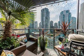 "Photo 5: 1606 1189 MELVILLE Street in Vancouver: Coal Harbour Condo for sale in ""THE MELVILLE"" (Vancouver West)  : MLS®# R2189344"