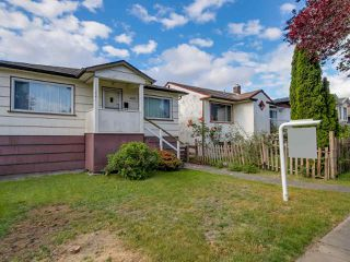 Photo 2: 3232 NAPIER STREET in Vancouver: Renfrew VE House for sale (Vancouver East)  : MLS®# R2072671