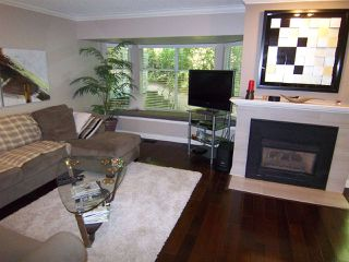 """Photo 2: 9259 GOLDHURST Terrace in Burnaby: Forest Hills BN Townhouse for sale in """"COPPER HILL"""" (Burnaby North)  : MLS®# R2209147"""