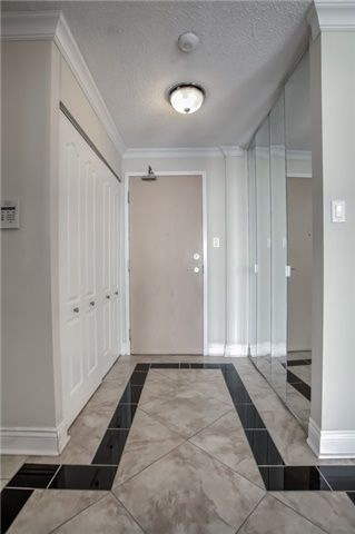 Photo 5: 406 11 Townsgate Drive in Vaughan: Crestwood-Springfarm-Yorkhill Condo for sale : MLS®# N3947232
