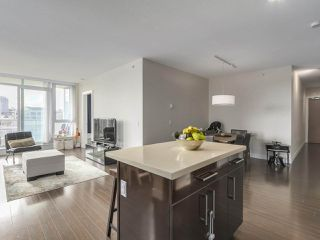 "Photo 10: 907 1833 CROWE Street in Vancouver: False Creek Condo for sale in ""The Foundry"" (Vancouver West)  : MLS®# R2212971"