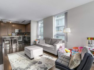 "Photo 7: 907 1833 CROWE Street in Vancouver: False Creek Condo for sale in ""The Foundry"" (Vancouver West)  : MLS®# R2212971"