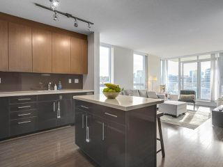 "Photo 1: 907 1833 CROWE Street in Vancouver: False Creek Condo for sale in ""The Foundry"" (Vancouver West)  : MLS®# R2212971"