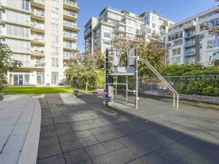 "Photo 19: 907 1833 CROWE Street in Vancouver: False Creek Condo for sale in ""The Foundry"" (Vancouver West)  : MLS®# R2212971"