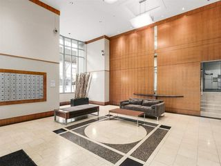 """Photo 3: 2305 930 CAMBIE Street in Vancouver: Yaletown Condo for sale in """"PACIFIC PLACE LANDMARK 2"""" (Vancouver West)  : MLS®# R2224236"""