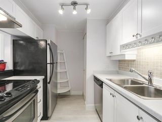"""Photo 5: 2305 930 CAMBIE Street in Vancouver: Yaletown Condo for sale in """"PACIFIC PLACE LANDMARK 2"""" (Vancouver West)  : MLS®# R2224236"""