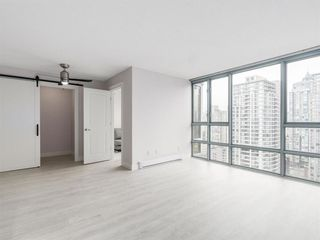 """Photo 9: 2305 930 CAMBIE Street in Vancouver: Yaletown Condo for sale in """"PACIFIC PLACE LANDMARK 2"""" (Vancouver West)  : MLS®# R2224236"""