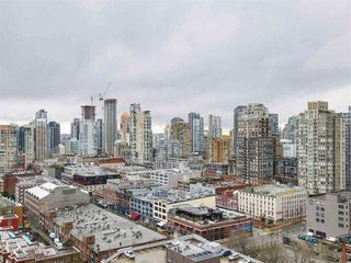 """Photo 1: 2305 930 CAMBIE Street in Vancouver: Yaletown Condo for sale in """"PACIFIC PLACE LANDMARK 2"""" (Vancouver West)  : MLS®# R2224236"""