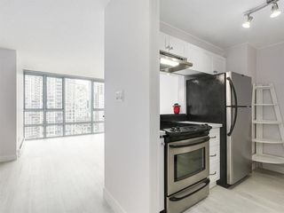 """Photo 4: 2305 930 CAMBIE Street in Vancouver: Yaletown Condo for sale in """"PACIFIC PLACE LANDMARK 2"""" (Vancouver West)  : MLS®# R2224236"""