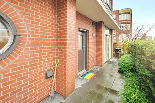 "Photo 2: 218 E 12TH Avenue in Vancouver: Mount Pleasant VE Townhouse for sale in ""DOMAIN"" (Vancouver East)  : MLS®# R2229708"