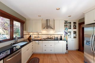 Photo 3: 914 S Sinclair Street in West Vancouver: Ambleside House for sale