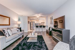 Photo 1: 204 91 Aspen Springs Drive in Clarington: Bowmanville Condo for sale : MLS®# E4121516