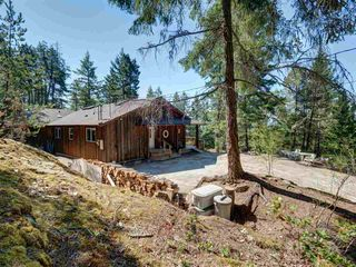 Photo 3: 5742 LEANING TREE Road in Halfmoon Bay: Halfmn Bay Secret Cv Redroofs House for sale (Sunshine Coast)  : MLS®# R2292000